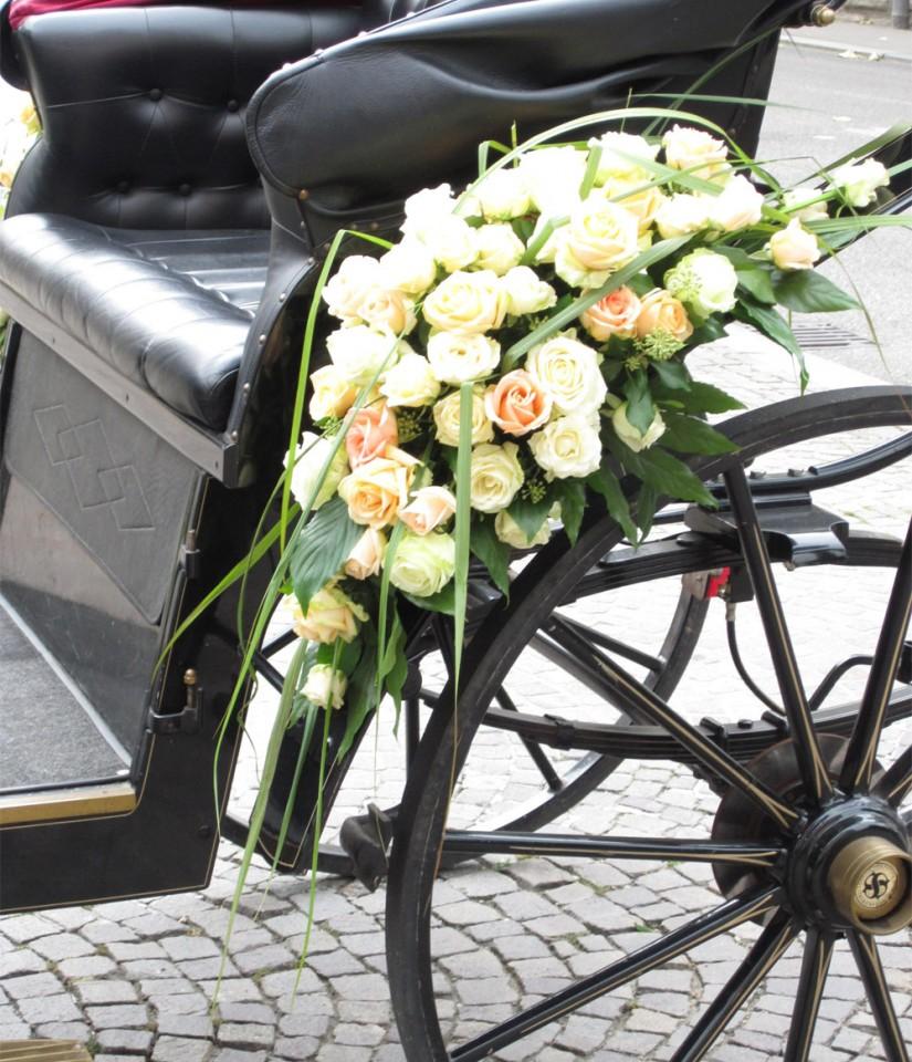 Blumenschmuck fürs Hochzeitsauto - Blumengalerie Knorr - Ihr ...