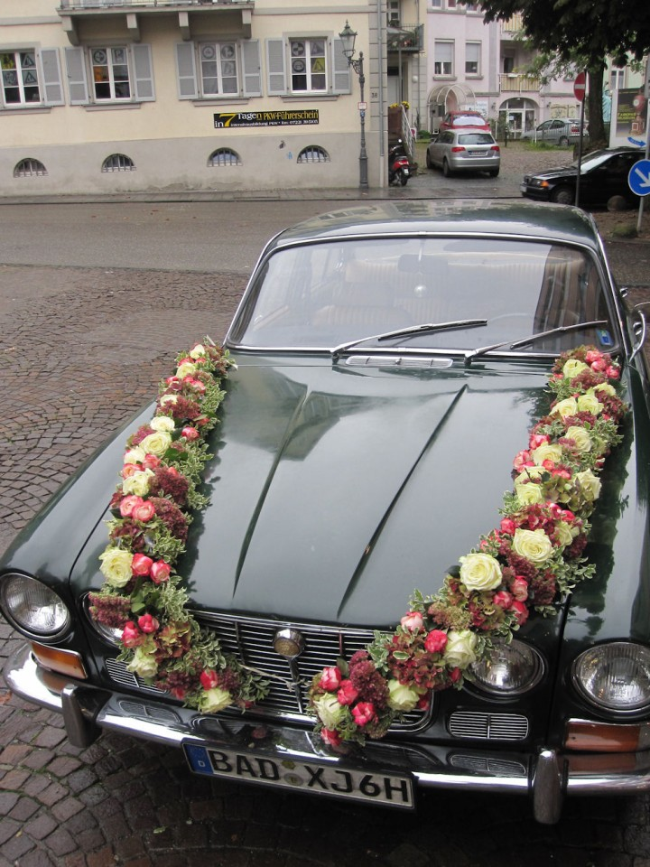 Blumenschmuck für Hochzeitsauto | Blumengalerie Knorr ...